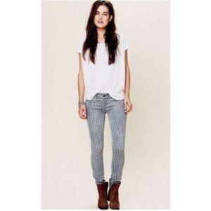 FREE PEOPLE Blue Daimond Print Skinny Jeans 27